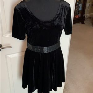 Adorable black velvet dress with leather accents🌹